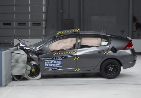 Honda Insight and Toyota Prius IIHS crash tests. honda-insight-iihs
