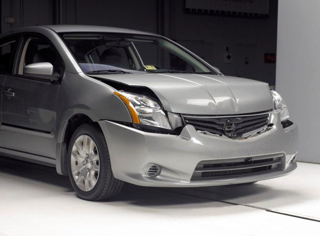Iihs Crash Test 2010 Nissan Sentra Us Spec Vs 2010 Nissan Rogue Us